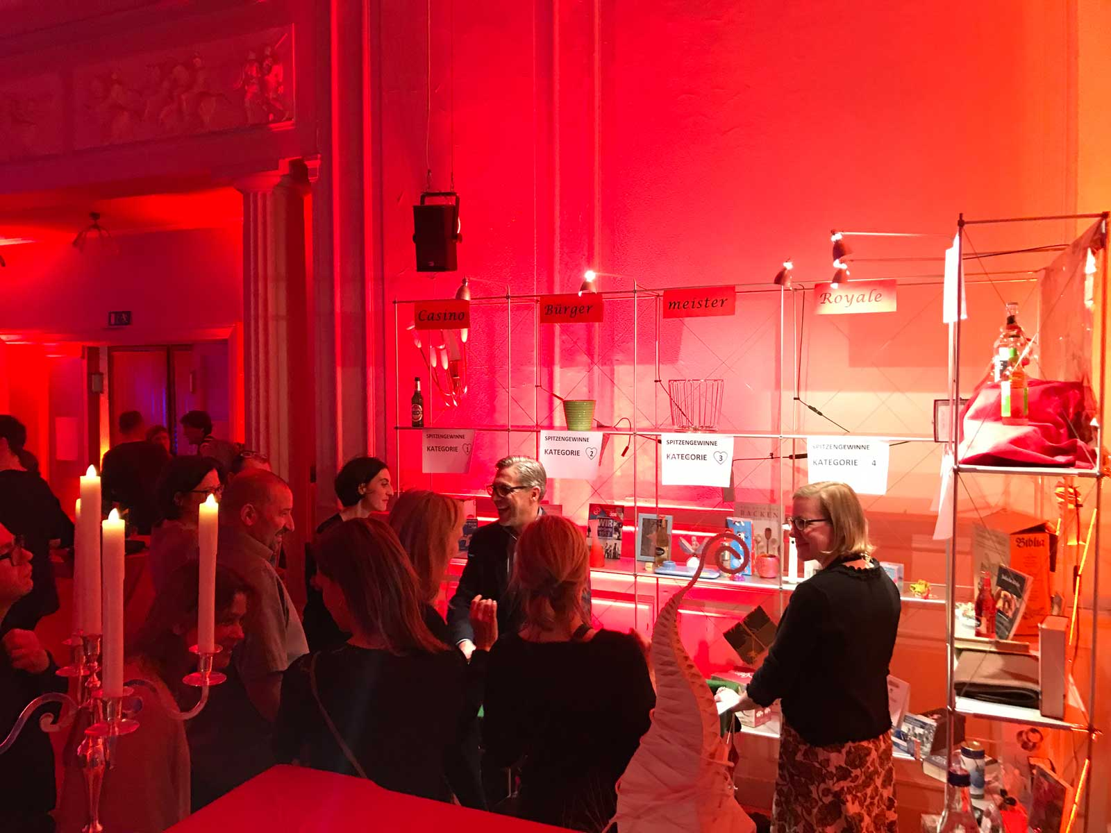 Besucher bei Gewinnregal: Event Agentur creative Service Drummer, Berlin