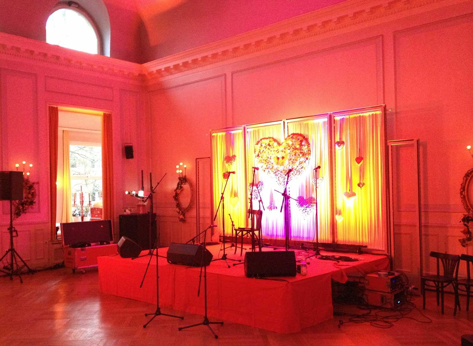 Bühne im Rotlicht: Event Agentur creative Service Drummer, Berlin