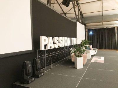 Bühne PASSION TO WIN schräg: Event Agentur creative Drummer, Berlin