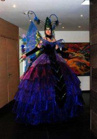 auf Stelzen im Kleid, Kanadische Botschaft: Event Agentur creative Service Drummer, Berlin